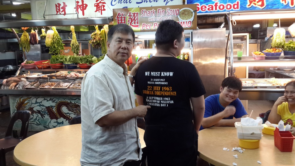 """Dato Sebastian, our Publicity Chief, made an interesting discovery when meeting a fellow customer at a local eatery.  The writing on the young man's t-shirt is a striking example of how Sarawakians can be reminded of interesting and important dates in the history of our state. The young man can be considered to be a true-blue patriotic Sarawakian."""
