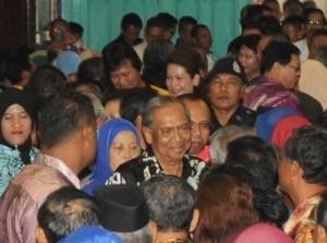 首长阿德南沙登在斯里阿曼人民集会上受到热烈迎接。