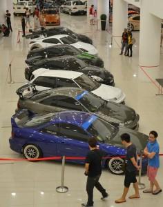 The Hills购物中心底楼举行的车展活动吸引公众。