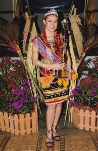 全国达雅比达友协会选美比赛代言人佩特丽霞。