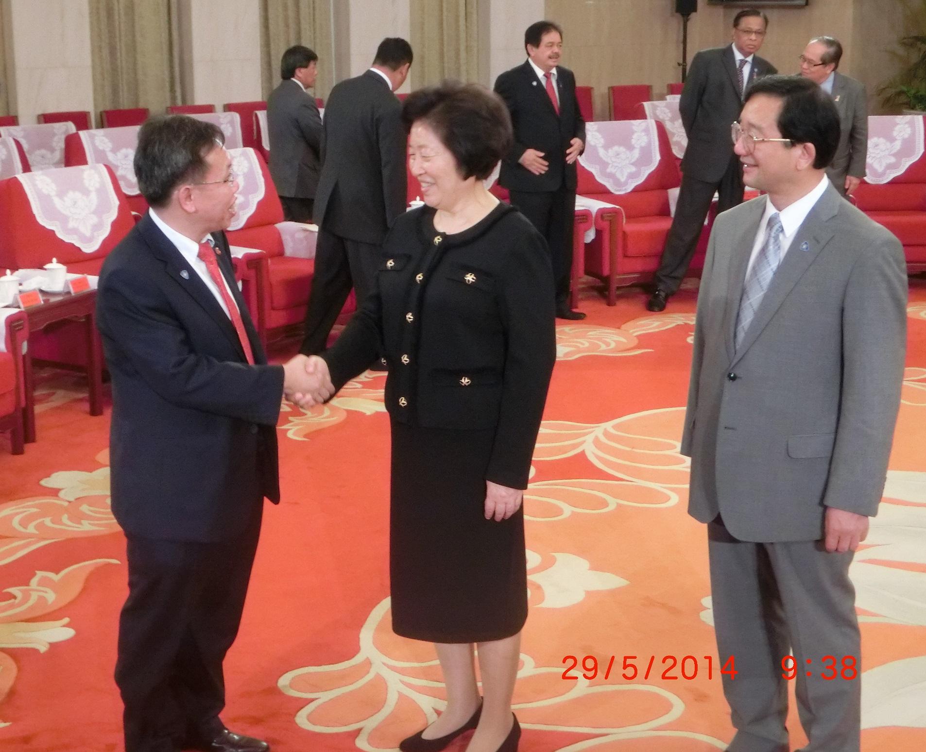 沈桂贤上议员与中国共产党天津市委员会书记孙春兰相见欢。