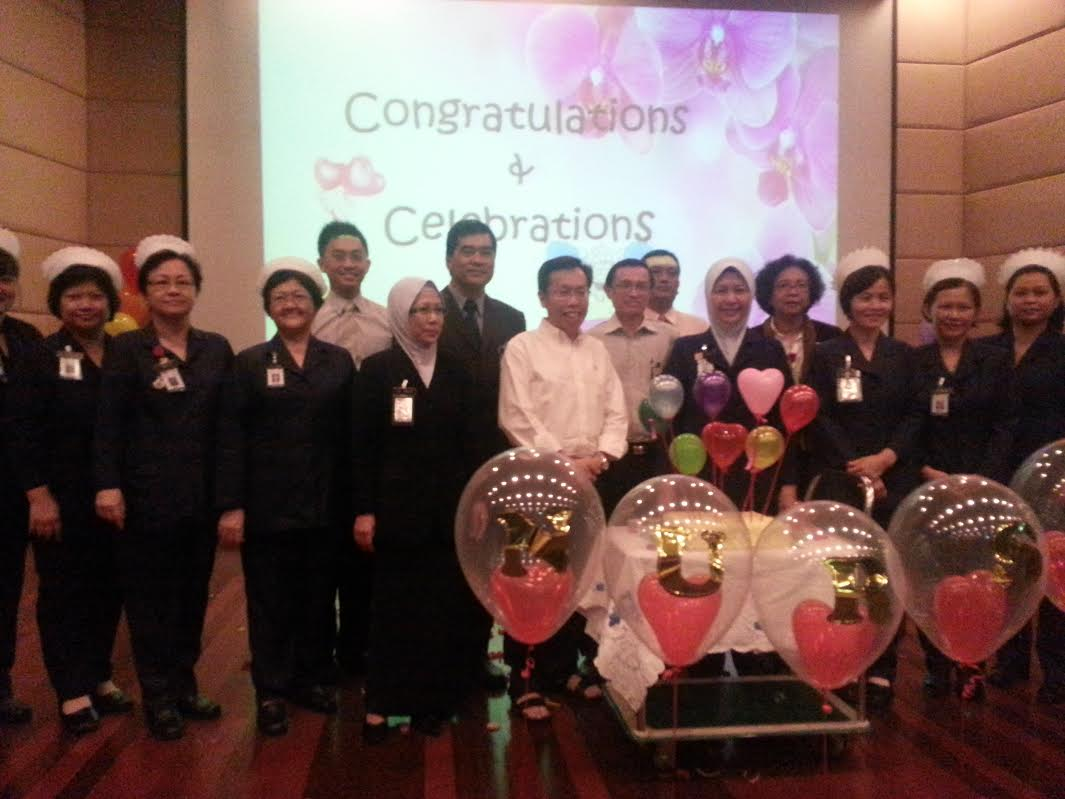 Senator Datuk Dr. Sim (standing centre in front row) with the nurses and doctors .