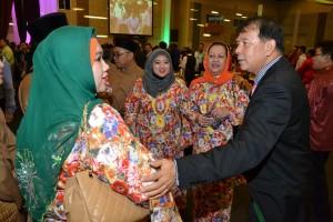 拿督陈超耀向穆斯林朋友贺节。