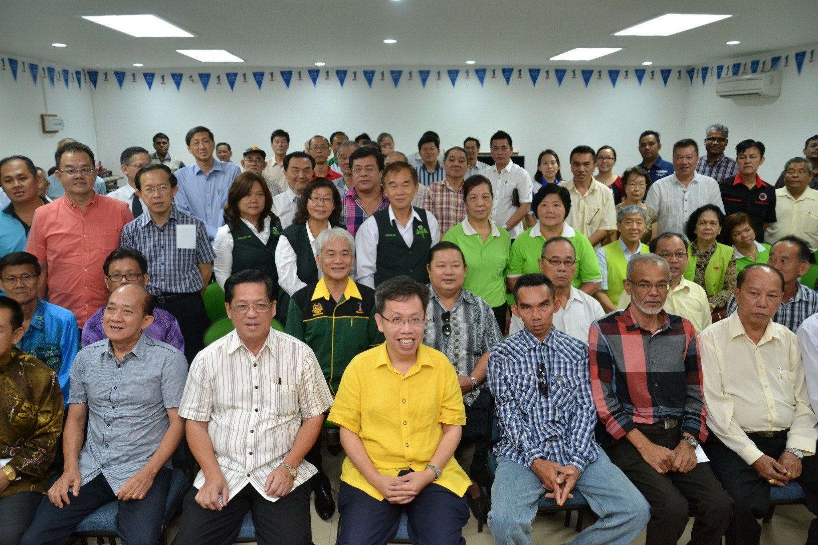 dr sim in yellow shirt in front row with the receipents