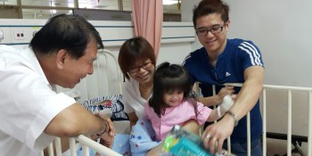 Ting paying a visit to Athena who is with her parents at the Sarawak general hospital.