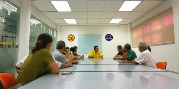 SUPP PCB Chief, Wilfred Yap during the meeting between the representative of the local tour company and the affected individuals at SUPP HQ