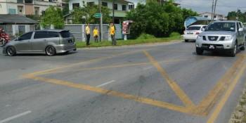 砂拉越人民联合党公共投诉局主任叶耀星与人联党党员在八点地第二巷路口及第41巷进行视察。