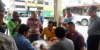 砂拉越人民联合党公共投诉局主任叶耀星与商家,承包商及巴达旺市议会官员进行面谈以商讨有关交通标志线及停车位的前后变化。