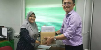 Tan Kai handing over the application to land and survey