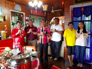 A belated CNY visit to supp local leader house.