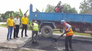 Yap monitoring tar sealing and repair works at the affected stretch of Lorong 3, Jalan Stakan used as a by-pass to Kota Sentosa commercial area