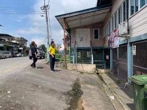 Tan Kai visit Siburan hospital.