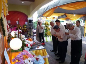 SUPP leaders paying their last respect to Chan's mother.