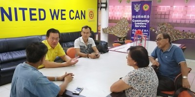 Wilfred Yap with some of the members of the Association comprising of purchasers of commercial units in the Shopping Mall.