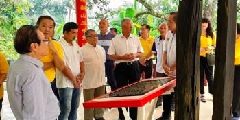 Datuk Sebastian Ting visiting Bau.