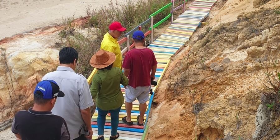 Datuk Sebastian Ting viewing the rainbow stairs.
