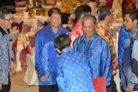 人联党领袖们欢迎副首相慕尤丁抵步。