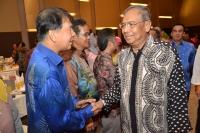 中央宣教秘书拿督陈超耀恭贺阿迪南。